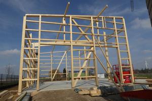 Die Lagerhalle in Holzständerbauweise entsteht