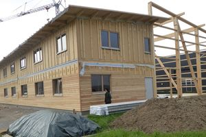 Im linken Teil des Gebäudes entstehen Büro- und Verpackungsräume, der rechte Teil des Gebäudes wird später zu einer Lagerhalle