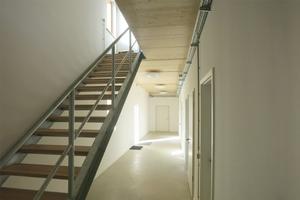 Die Büro-, Aufenthalts- und Verwaltungsräume befinden sich im Erdgeschoss