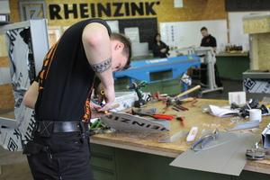 Schneiden, falzen, hämmern und bohren: Die Finalaufgabe der Rheinzink Masters 2019 erforderte viel handwerkliches Geschick