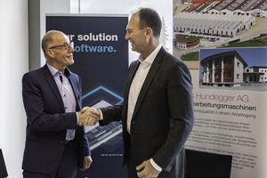 """Hans Hundegger, CEO der Hans Hundegger AG (links), und Pekka Paasivaara, CEO der Homag Group AG, haben eine strategische Partnerschaft vereinbart<span class=""""bildnachweis"""">Foto: Homag Group AG</span>"""