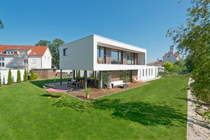 """Einfamilienhaus im Bauhausstil, gefertigt von der Zimmerei Enßlin <span class=""""bildnachweis"""">Foto: ZimmerMeisterHaus/Mohr</span>"""
