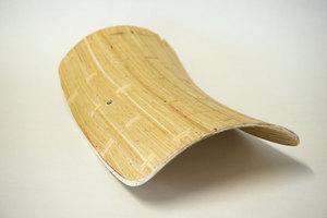 Textiles Formholzteil, aus Weidenholz erstellt