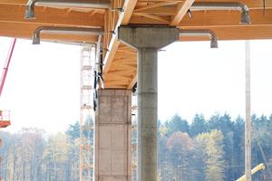 Die Dachkonstruktion ruht auf fünf Holzbindern mit einer Länge von je 86 Metern und einem Gewicht von je rund 85 Tonnen. Dabei wurde ein großer Teil der Lüftungstechnik in die Binder integriertFoto: Rockwool