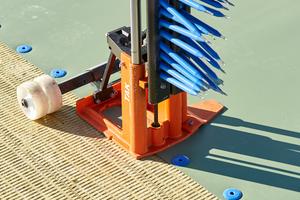 Die Handwerker befestigten die Dämmung mit speziellen Flachdachbefestigern von SFS Intec. So wurde ein hoher Wärmebrückenschutz erreicht