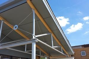 """Die Untersichten in den Eingangsbereichen sind mit """"HardiePanel""""-Platten aus Faserzement verkleidet<br />&nbsp;<br />Foto: Sperling Holzbau GmbH &amp; Co. KG<br />"""