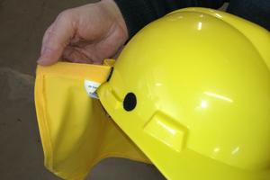 Helme mit Nackenschutz werden von der BG Bau gefördertFotos: Rüdiger Sinn