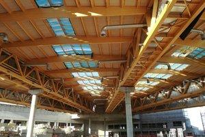 """Das muschelförmige Dach ruht auf fünf Fachwerk-Kastenträgern und hat eine Öffnung von 105 Grad<span class=""""bildnachweis"""">Foto: Rüdiger Sinn</span>"""