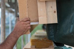 Der Einsatz von Holzfaserdämmstoffen für die Putzträgerplatte sowie für die Gefachedämmung wurde genehmigt