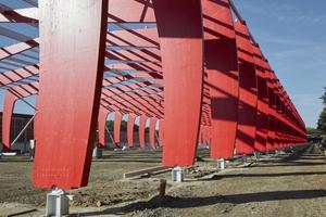 """Eine Konstruktion aus Brettschichtholz-Dreigelenkrahmen bildet das Tragwerk der neuen Halle<span class=""""bildnachweis"""">Fotos: Derix-Gruppe</span>"""