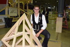 Alexander Bruns will bei den World Skills in Kazan Weltmeister der Zimmerer werden und im Anschluss seinen Meisterkurs beginnen Fotos: Küttner/FGHA