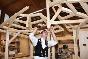 Die Maße des Holzpavillons, der bei der WM gebaut wird, stehen schon fest. Sie werden aber vor dem Wettbewerb noch um 30 Prozent geändert, um die Aufgabe schwerer zu machen