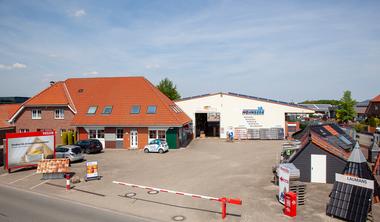 <p>Das Firmengelände der Mohnberg GmbH in Wettringen ist gleichzeitig Stammsitz des Onlinefachhandels Dachdeckermarkt24</p>