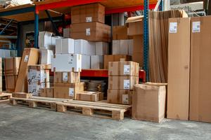 Bereit zum Versand: Werkzeuge und Dachbaustoffe im Lager in Wettringen <br />