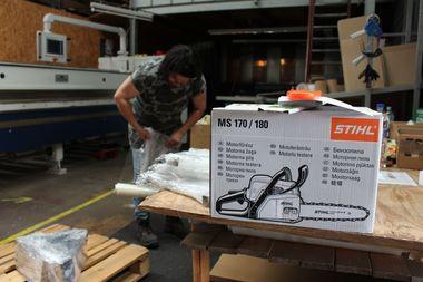 Nicht nur Kleinteile, Schrauben und Zubehör werden auf Dachdeckermarkt24 angeboten, sondern auch Werkzeuge, etwa von Stihl und Makita