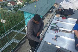 Das Dach wurde neu gedämmt und mit walzblanken Titanzinkscharen eingedeckt<br />