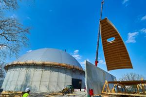 Die neue Salzlagerhalle in Heilbronn hat ein kuppelförmiges Dach aus 16 Segmenten, die mit Kunststoffdachbahnen abgedichtet wurden
