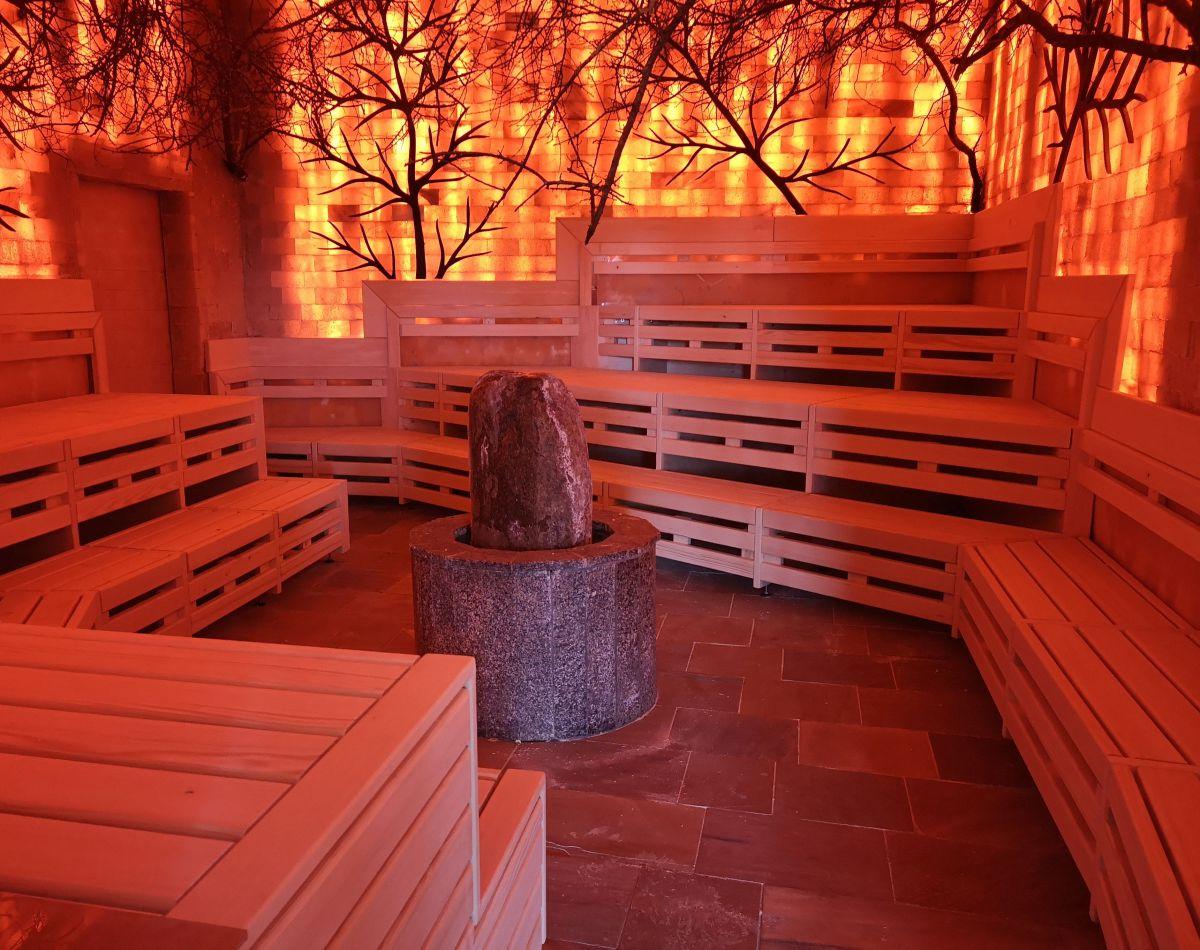 Der sauna in steifen Der Penis