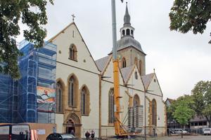 Die St. Aegidius-Kirche in Wiedenbrück am Kirchplatz während der DacharbeitenFotos: Stephan Thomas