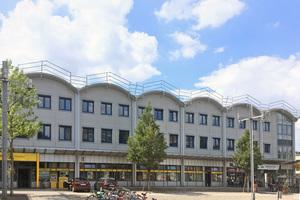 Das Tonnendach des Landesbibliothekszentrums Rheinland-Pfalz während der Dachsanierung