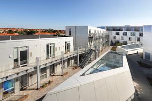 Die großzügige Wohnanlage bietet großartige Ausblicke über die Dächer der Stadt