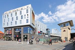 """Auf dem Dach des Einkaufszentrums Kronen in Kopenhagen stehen Wohnhäuser in Holzmodulbauweise<span class=""""bildnachweis"""">Foto: Richard Brink</span>"""