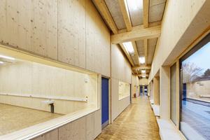 Für den Bau der Schulgebäude setzte man auf den nachwachsenden Rohstoff HolzFotos: Brüninghoff