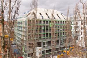 Das Dach des Wohn- und Geschäftshauses hat aus Schall- und Brandschutzgründen ein Betondach