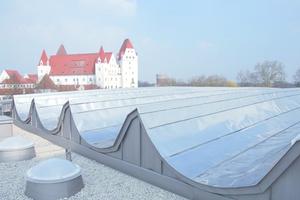 Auch komplexe Dachformen lassen sich mit einer Metalleindeckung umsetzenFotos: Foamglas