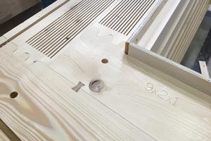 Eingefräste Lamellenkämme verbessern den Dämmwert des Holzes Foto: Hans Drexler/Jade HS