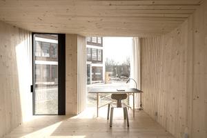 """Das """"Timber Prototype House"""" ist als komplett möbliertes Mikro-Haus konzipiert. Es kann noch bis Ende September in Apolda besichtigt werdenFoto: IBA Thüringen/Thomas Müller"""
