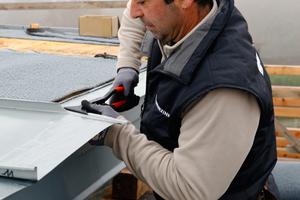 """Im Test """"Myskills"""" wird Fachwissen aus dem Berufsalltag abgefragt, etwa zur Montage von Metalldächern und FassadenFotos: Rheinzink"""