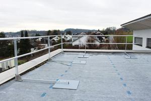 Das Geländer lässt sich auch in einer Neigung von 90° einstellen