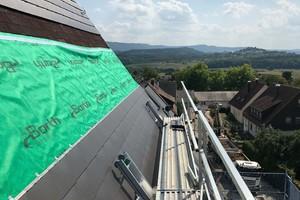 Über den Bitumenschindeln wurde eine Unterspannbahn verlegt, darauf die neuen DachschindelnFotos: Flaschnerei Wurster/Dietmar Ozwirk