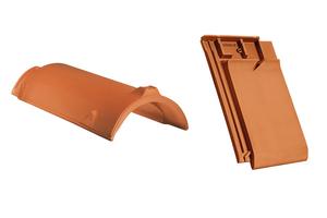 Firstziegel und Firstanschlusslüfterziegel aus Ton ermöglichen einen vollkeramischen Firstabschluss.