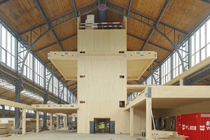 """Auf dem Internationalen Holzbau-Forum werden aktuelle Holzbauprojekte vorgestellt, etwa der Umbau eines ehemaligen Güterbahnhofs in Brüssel. In den Bahnhofshallen baut Züblin Timber viergeschossige Gebäude in Holzbauweise<span class=""""bildnachweis"""">Foto: Achim Birnbaum</span>"""
