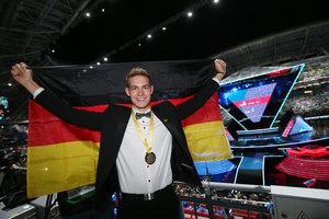 Gold für das deutsche Team holten Alexander Bruns, er ist damit Weltmeister der Zimmerer ...
