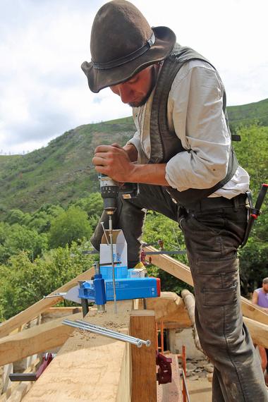 """Für die Verbindung der Hölzer nutzten die Handwerkerinnen und Handwerker zimmermannsmäßige Verbindungen und """"Befix""""-Holzbauschrauben"""