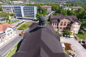 Eine Abdichtung aus Bitumenbahnen schützte das Dachtragwerk des Volkshaus Meiningen vor Feuchteschäden, 2009 wurde die Abdichtung aufgebracht<br /><br />