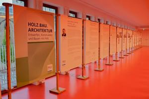 """Die Wanderausstellung """"HOLZ.BAU.ARCHITEKTUR"""" gab den passenden Hintergrund zur Fachtagung Holzbau in Stuttgart<br />"""