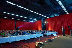 Knapp 300 Planer, Handwerker, Architekten, Facility Manager und Höhenretter kamen zum 3. Fachkongress für Absturzsicherheit 2018 nach Bonn. Dieses Jahr findet der Kongress in Hamburg statt<br />