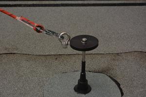"""Nach der Montage der Anschlagöse für die PSAgA ist der """"ABS-Lock OnTop Max"""" einsatzbereit"""