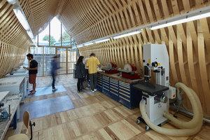 Die Modellbauwerkstatt erhielt einen robusten Boden aus Eichenholz