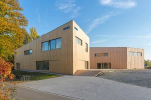 Das neue NABU-Zentrum am Bodensee besteht aus zwei Gebäuden. Die Fassaden sind mit heimischem Tannenholz verkleidet