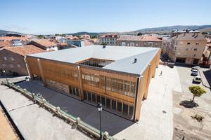 Das Impluvium in Reinosa hat eine Dacheindeckung aus Titanzink. Das Dach besteht aus vier zum Innenhof hin abfallenden Pultdachflächen