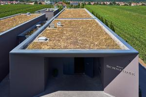 Für die Abdeckung der Attiken wurden Dachrandprofile aus Aluminium objektbezogen hergestelltFotos: Alwitra/Sven-Erik Tornow