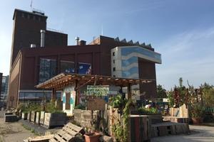 Der Infopavillon auf dem Vollgut-Areal vor der ehemaligen Kindl-Brauerei, heute Kindl Zentrum für zeitgenössiche Kunst<br />