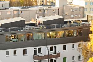 Geplant wurde die Aufstockung in der Wasserstraße von Buchner + wienke architekten mit Architekturbüro Martina Trixner, umgesetzt vom Holzbauunternehmen Kontec GmbH