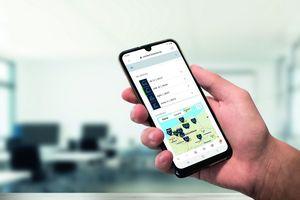 """Über einen persönlichen Login in das Kundenportal """"BöckerConnect"""" erhält der Nutzer einen Überblick über den Status, die Position und Leistungsdaten seiner Böcker-Kräne und Lifte"""