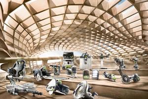 Tischkreissägen, eine Akku-Dämmstoffsäge, Winkelschleifer und mehr: In Halle 9 auf der DACH+HOLZ können Besucher neue Werkzeuge für den Holzbau testen